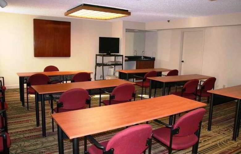 Hampton Inn Newark-Airport - Conference - 8