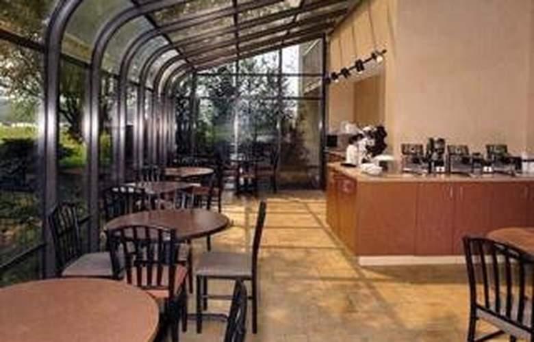 Quality Inn & Suites River Suites  - Restaurant - 6