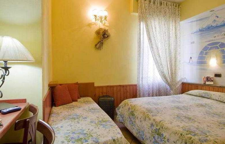 Europeo & Flowers - Sea Hotels - Room - 6