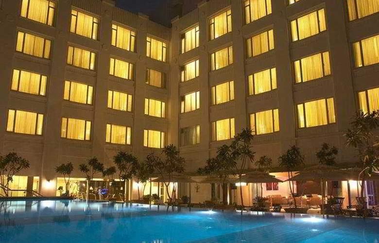 Radha Regent Bangalore - Pool - 6