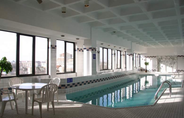 Prime Hotel Beijing - Pool - 3