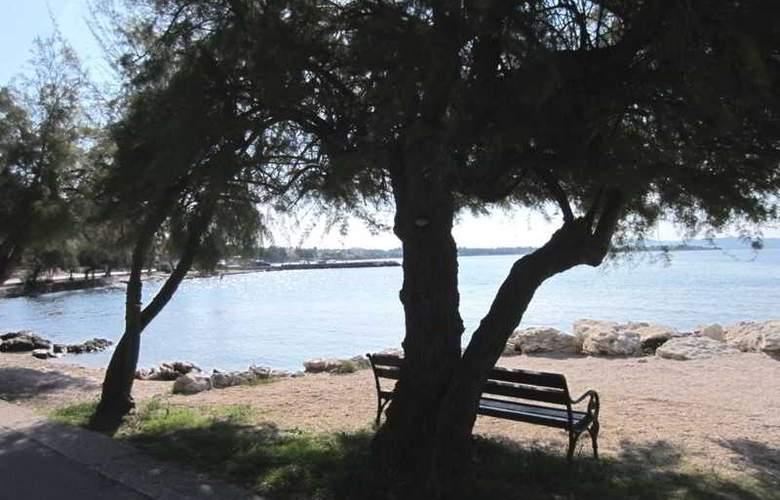 Baresic Apartmani - Beach - 11