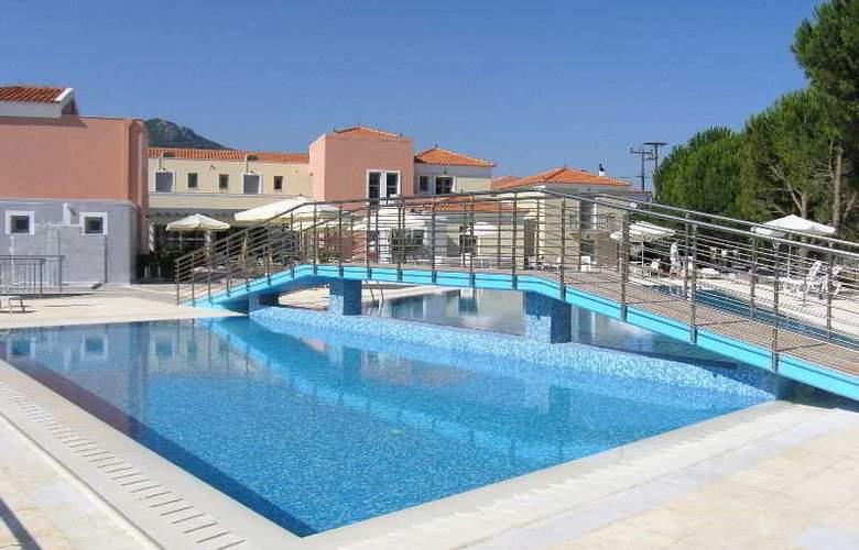 Eirini - Pool - 5