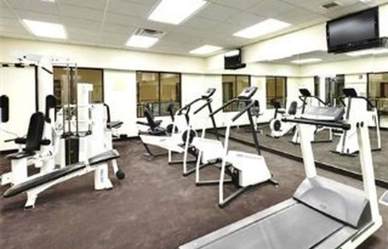 Wyndham Garden Hotel Baronne Plaza - Sport - 9
