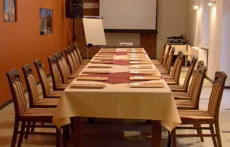 Maksymilian - Conference - 4