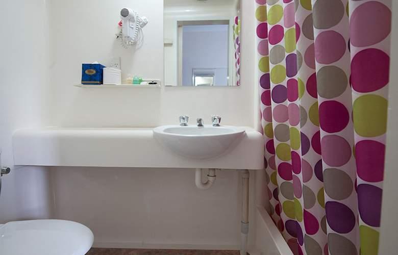 Aarons Hotel Sydney - Room - 11