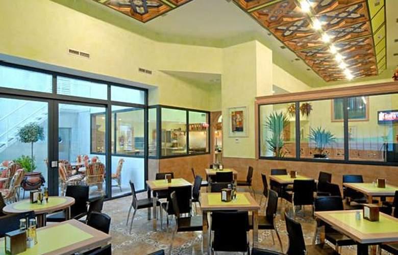 Julia - Restaurant - 3