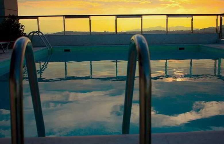 Dorian Inn - Pool - 16