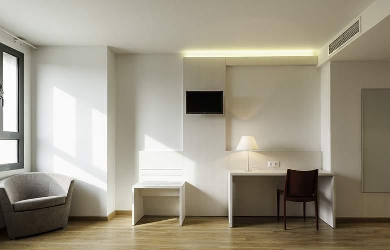 Ilunion Valencia 3 - Room - 7