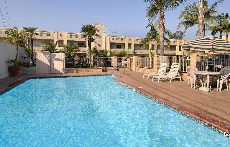 Ramada Maingate North - Pool - 2