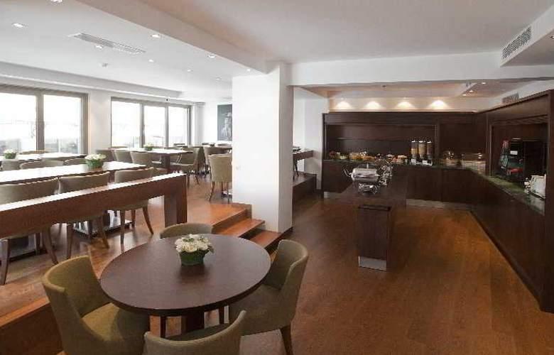 Plaka Hotel - Restaurant - 11