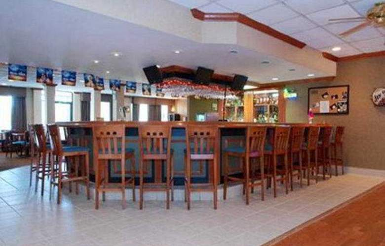 Quality Inn and Suites - Bar - 9