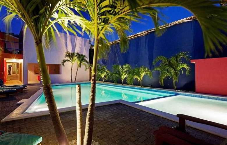 The Ritz Studios - Pool - 2
