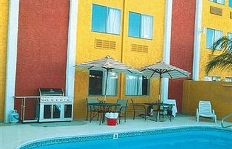 Claremont Las Vegas - Pool - 6