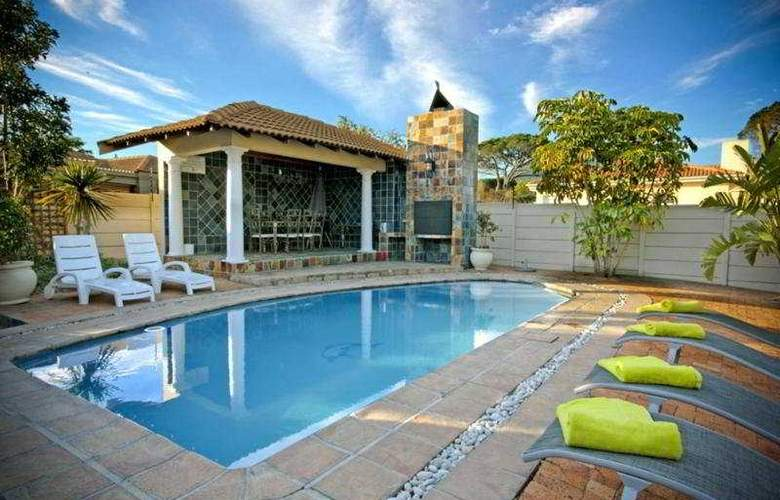 A Smart Stay Apartments - Pool - 5