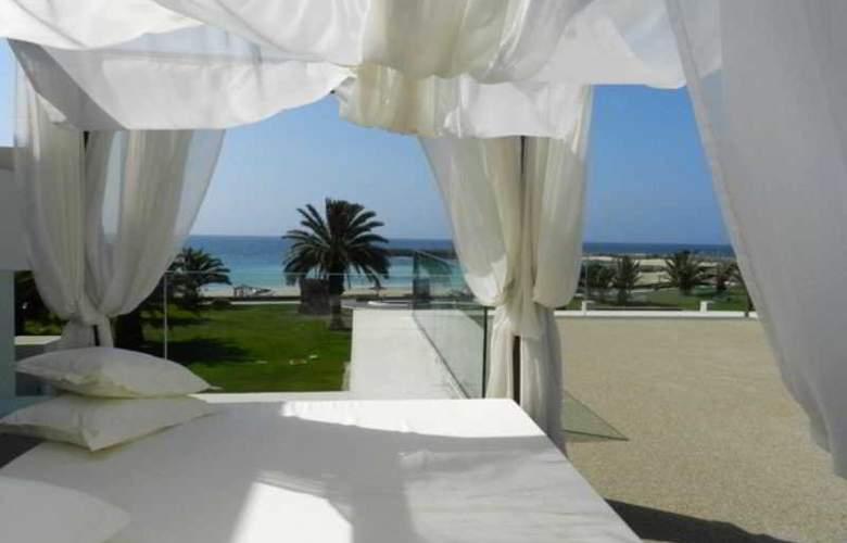 HD Beach Resort & Spa - Terrace - 10