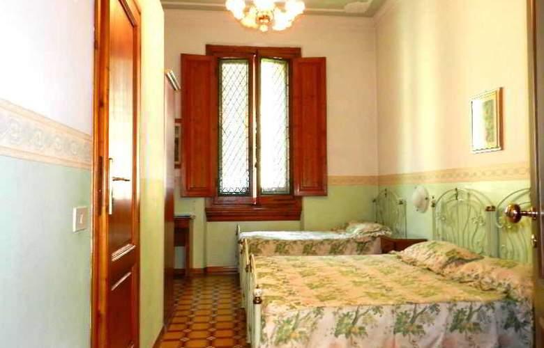 Desiree - Room - 4