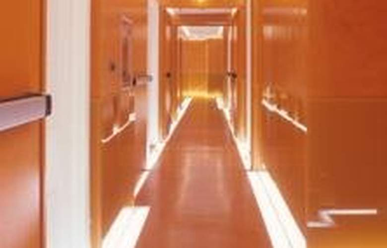 Art by the Spanish Steps - General - 4