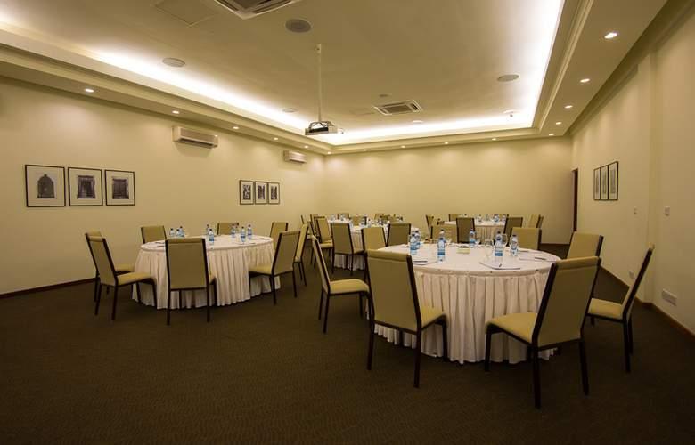 Sea Cliff Resort & Spa - Restaurant - 17