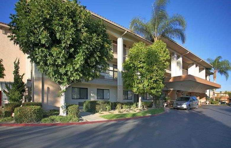 Best Western Plus Orange County Airport North - Hotel - 7