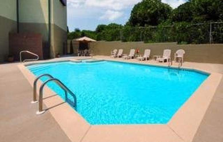 Comfort Suites Armour Road - Pool - 4