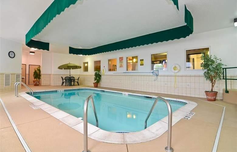 Best Western Plus Macomb Inn - Pool - 67