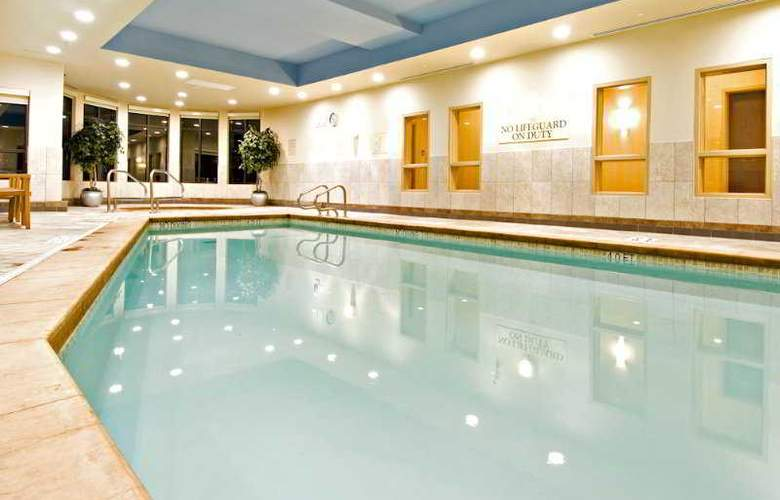 Holiday Inn Express & Suites Riverport - Pool - 8