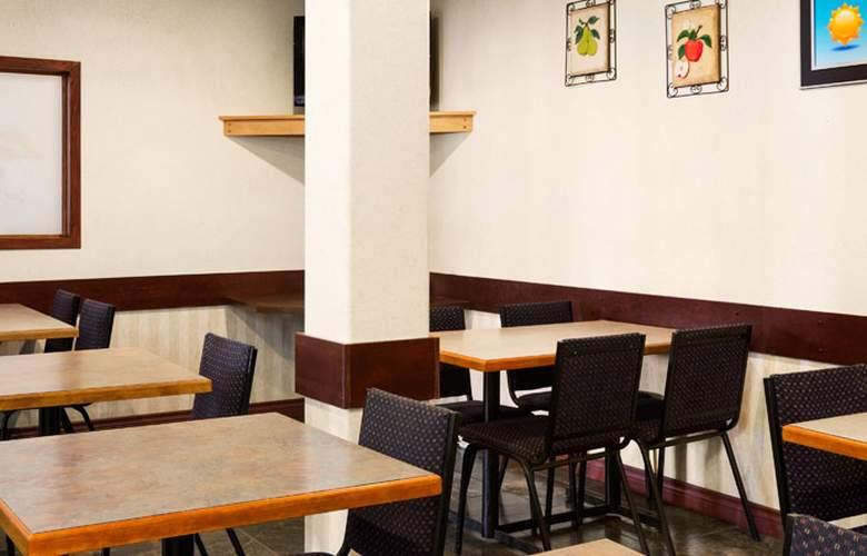 Days Inn by Wyndham Hinton - Restaurant - 3
