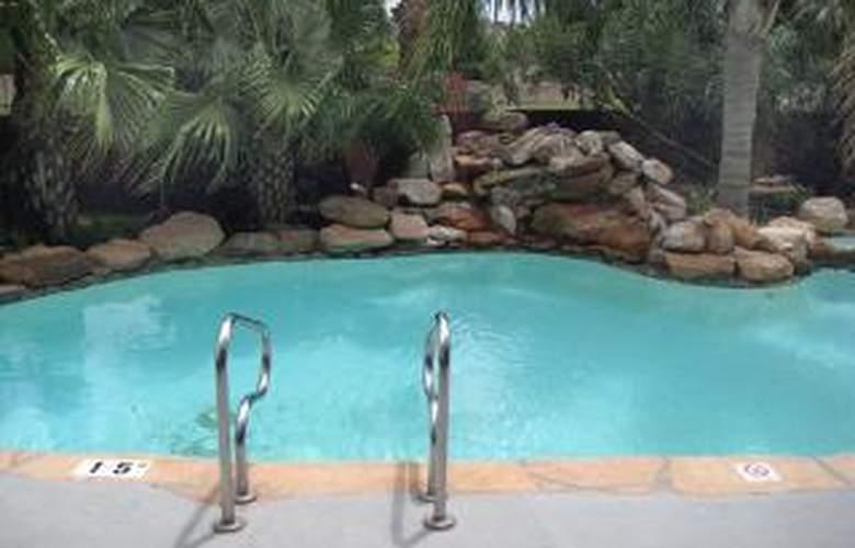 Comfort Inn & Suites FM1960-Champions - Pool - 3