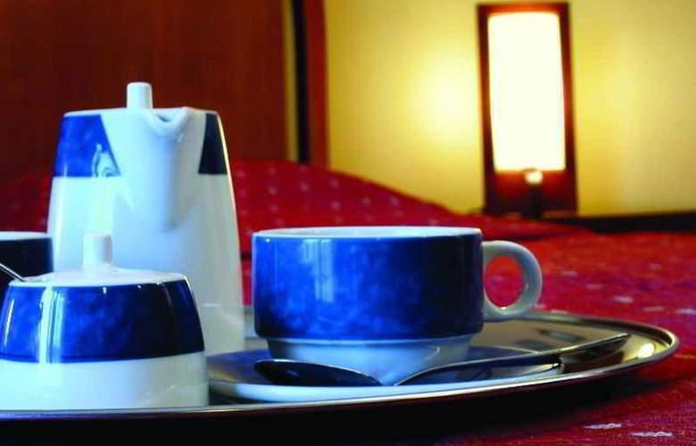 Ambassador Hotel - Room - 17