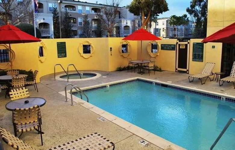 Hilton Garden Inn Cupertino - Pool - 7