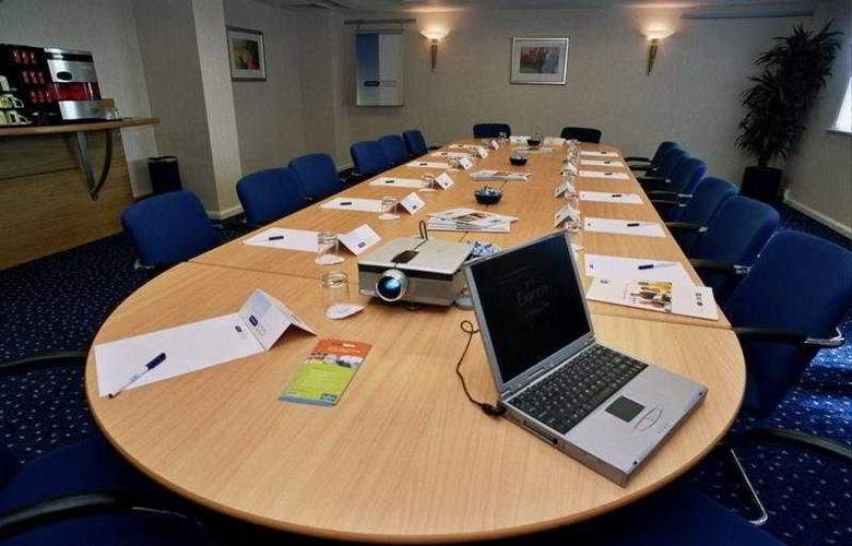 Holiday Inn Express London - Luton Airport - Conference - 5