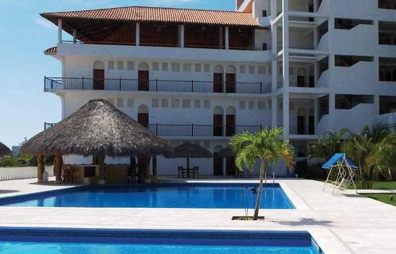 Caracol Plaza - Pool - 1