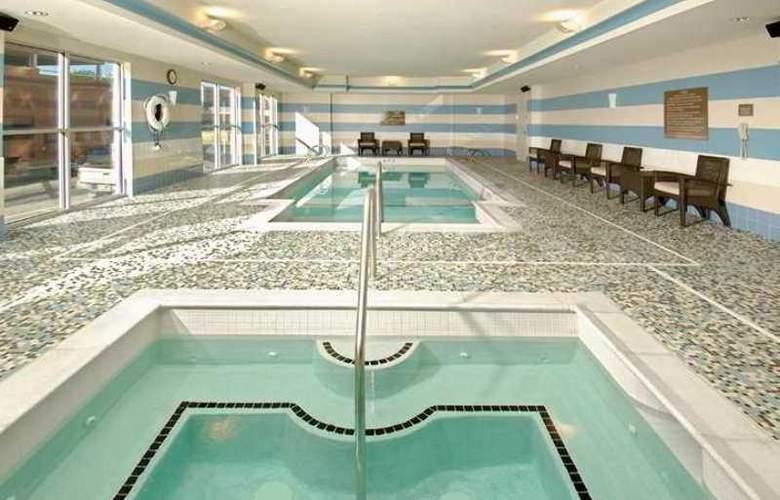 Hilton Garden Inn Tulsa Midtown - Pool - 9