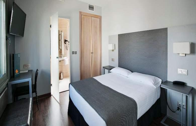 UVE Villa de Alcobendas - Room - 14