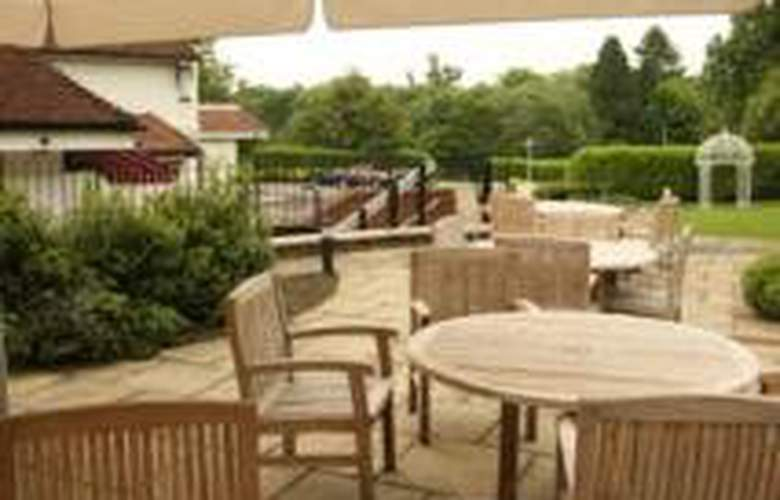 Ramada Hemel Hempstead - Terrace - 1