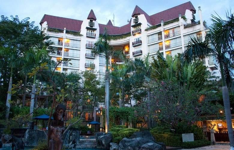 Novotel Surabaya Hotel and Suites - Hotel - 4
