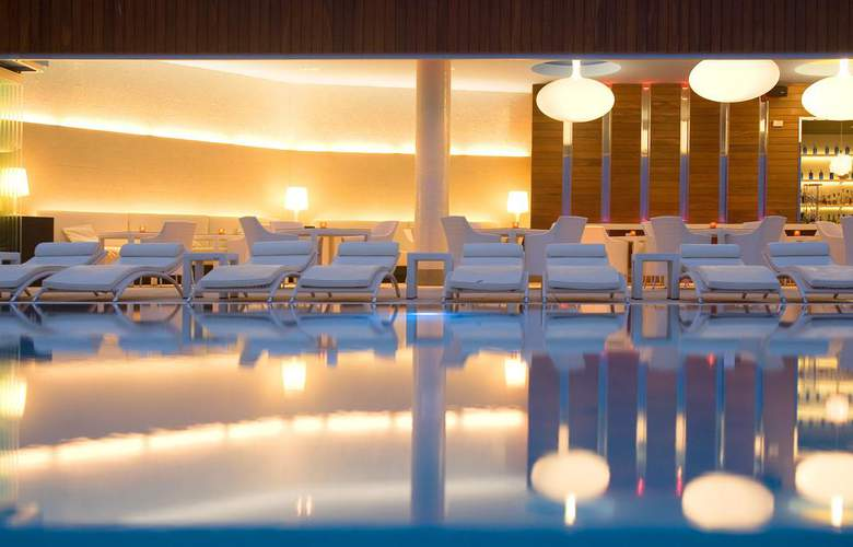 Gran Hotel Sol y Mar - Pool - 2