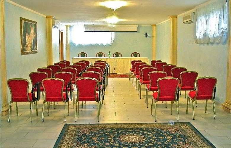 Parco Serrone - Conference - 3