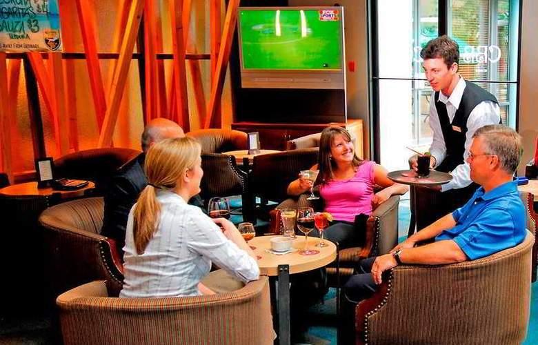 Hilton Whistler Resort & Spa - Bar - 5