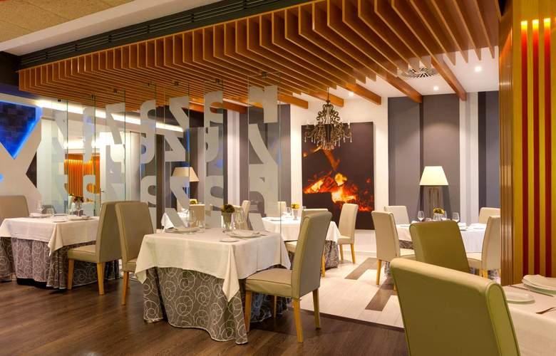 Senator Barajas - Restaurant - 17