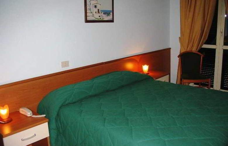 Garden Hotel - Room - 0