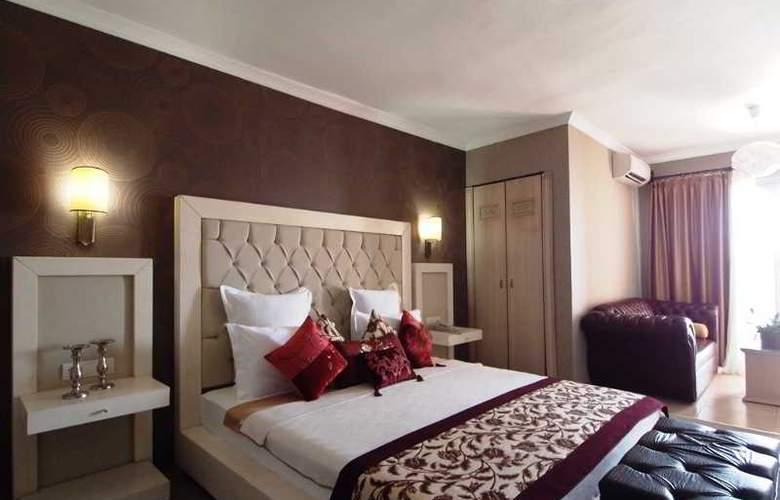 Romance - Room - 24
