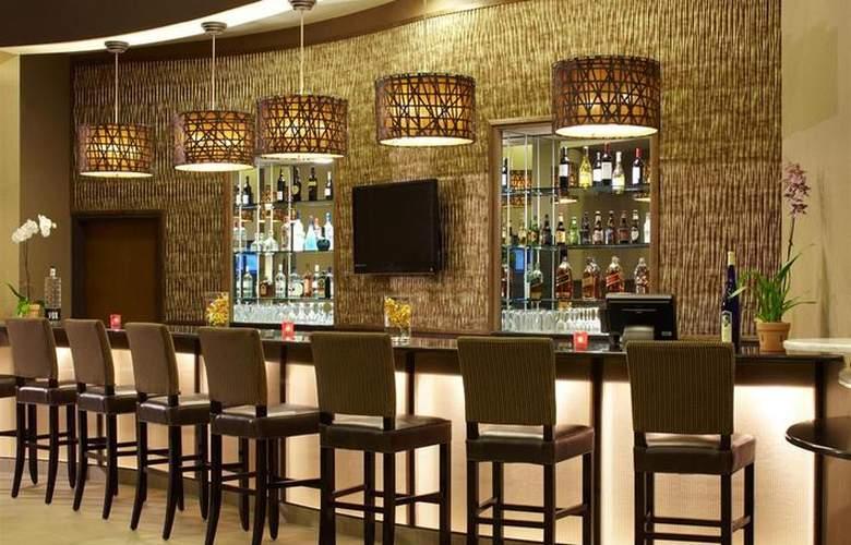 Best Western Plus Atrea Hotel & Suites - Bar - 54