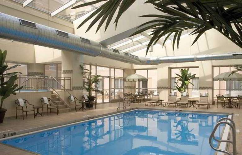 Four Points Sheraton Chicago Downtown/Magnificent - Pool - 2