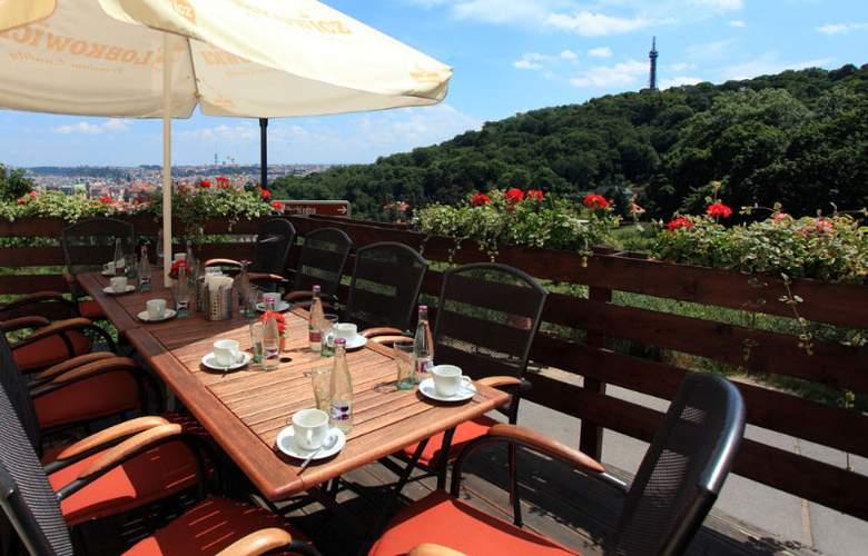 Questenberk Romantic Hotel Prague - Terrace - 10