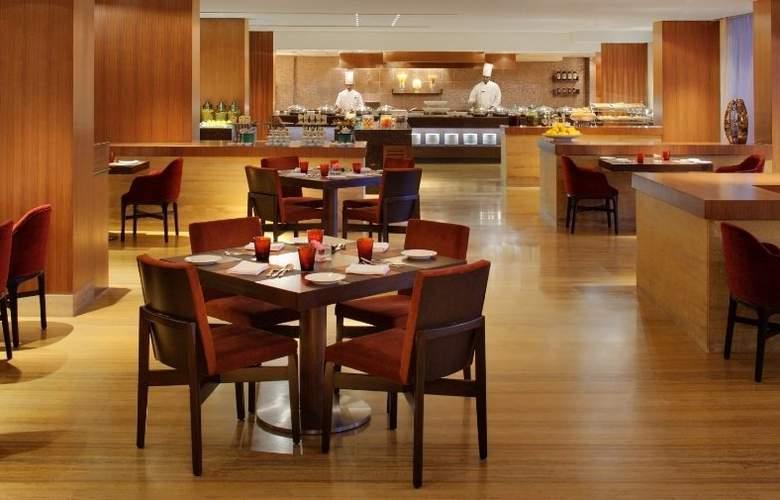 Radisson Blu Plaza Hotel Hyderabad Banjara Hills - Restaurant - 4