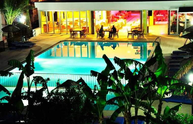 Dilek Hotel & Apartments - Pool - 9