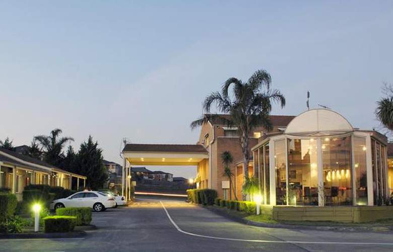 Best Western Airport Motel And Convention Centre - Hotel - 12