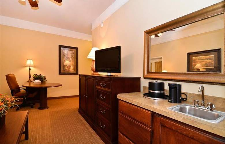 Best Western Plus Monica Royale Inn & Suites - Room - 103